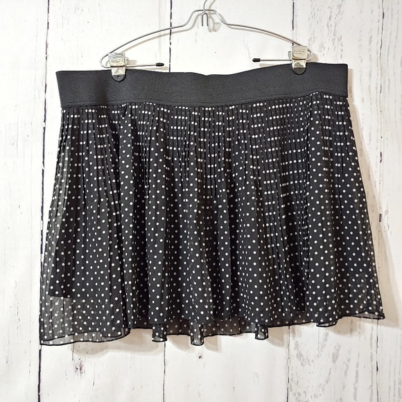 Heart n Crush Dresses & Skirts - Heart n Crush Pleated Chiffon Polka Dot Mini Skirt